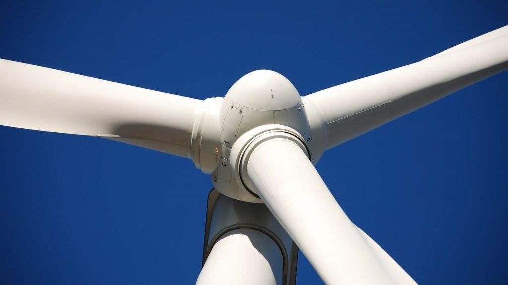 windkraftanlagen grass af